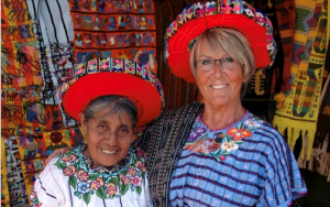 Else Kolåsæter med venninne i Guatemala.